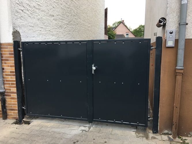 Sichtschutztor Einfahrt